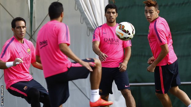 Suarez trains with Barcelona