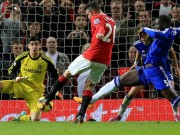 Van Persie scores against Chelsea