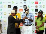 Fashola gets a present from organisers of 2014 Gov s Cup