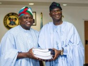 Fashola hands over to Ambode