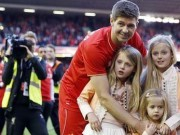 Gerrard with daughters say farewell to Anfield