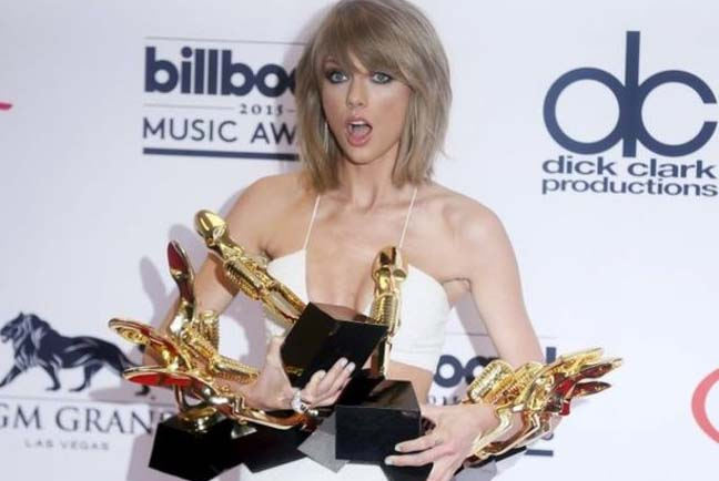 Taylor Swift clears awards