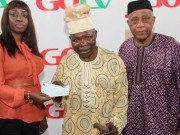GOtv presents cheque to Dele Jonathan