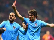 Dursun shows ref red card